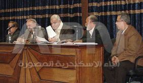 رئيس الجامعة مع اعضاء اللجنة الخماسية