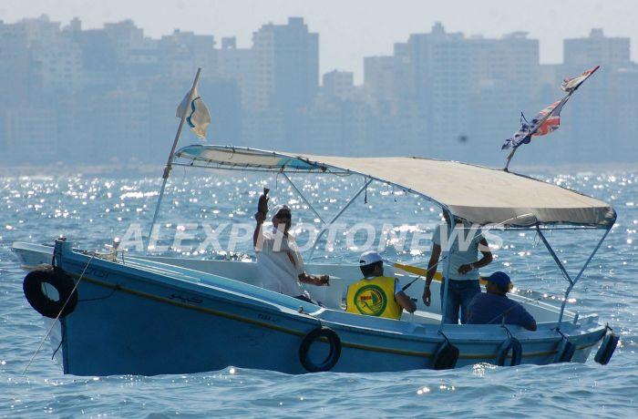 قارب به عدد من المشاركين في بطولة صيد الاسماك - تصوير ترتيل طارق