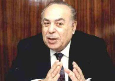 الدكتور عبد القادر حاتم